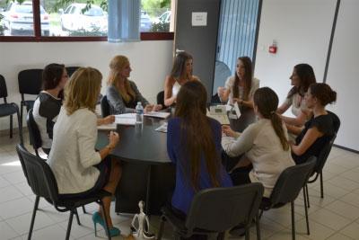 Des traductrices d'A.D.T. en pleine réunion